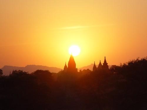 sunset over bagan templeburma